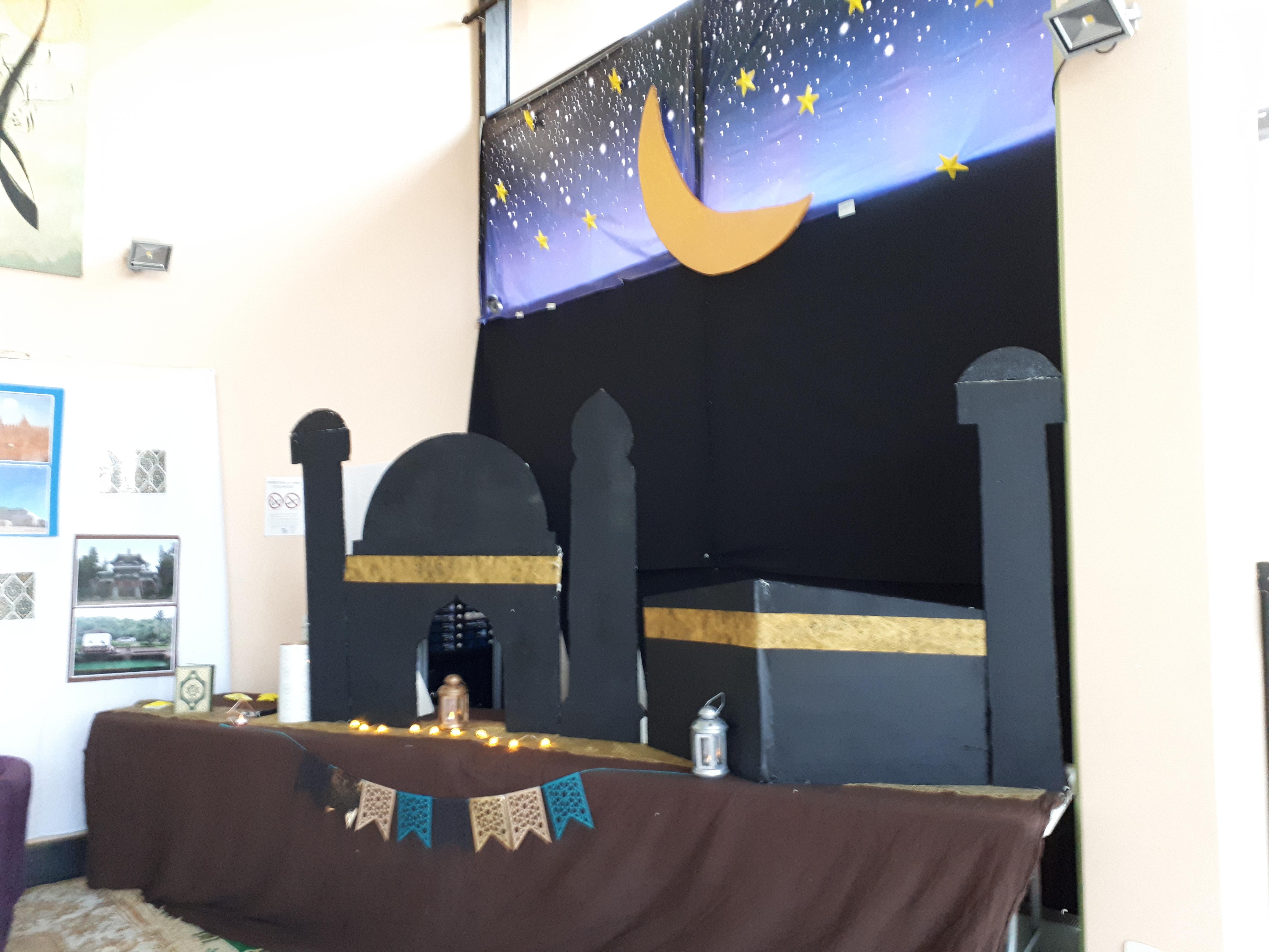 Maquette de mosquée géante réalisée par les élèves du club CDI