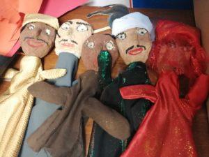 Création des marionnettes égyptiennes par les élèves du Club créatif et couture