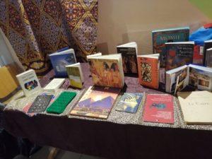 Exposition de livres sur les pharaons et la civilisation égyptienne