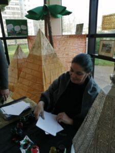 Atelier calligraphie arabe pour les élèves de collège, animé par Mme Lekouara