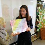 Les élèves de 6e présentent les ateliers d'écriture qui ont été menés par Fabienne Swiatly.